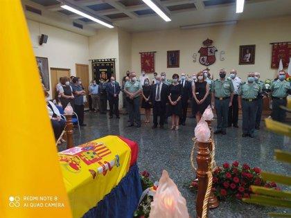 La directora general de la Guardia Civil condecora, a título póstumo, al agente fallecido en acto de servicio