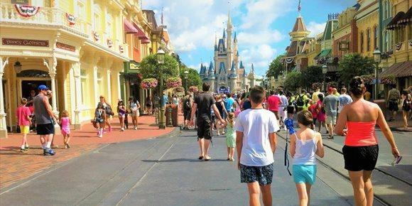 1. Disney World reabre sus puertas en medio del récord diario de muertes en Florida