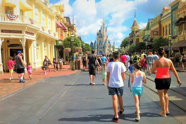 Coronavirus.- Disney World reabre sus puertas en medio del récord diario de muer