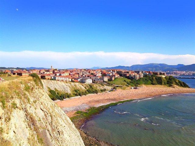 Jornada soleada en la playa de Arrigunaga (Getxo)