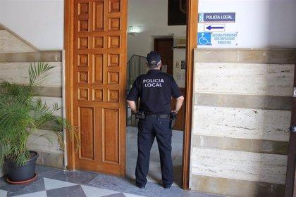 Detenido un varón en Motril (Granada) tras entrar con pistolas de 'airsoft' en un pub
