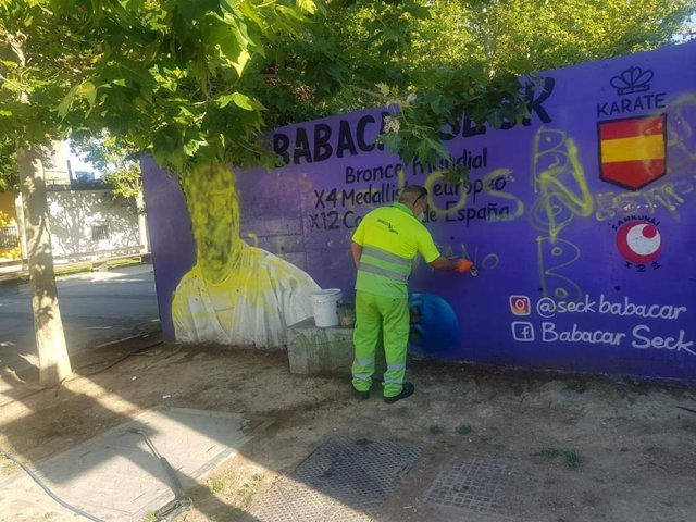 Mural vandalizado dedicado al deportista Babacar Seck