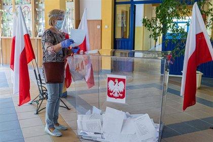 Los polacos deciden en las elecciones presidenciales de este domingo su futura relación con Europa