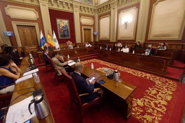 Pleno del Ayuntamiento de Santa Cruz celebrado el pasado 8 de julio