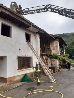 Vivienda de Los Tojos afectada por el incendio