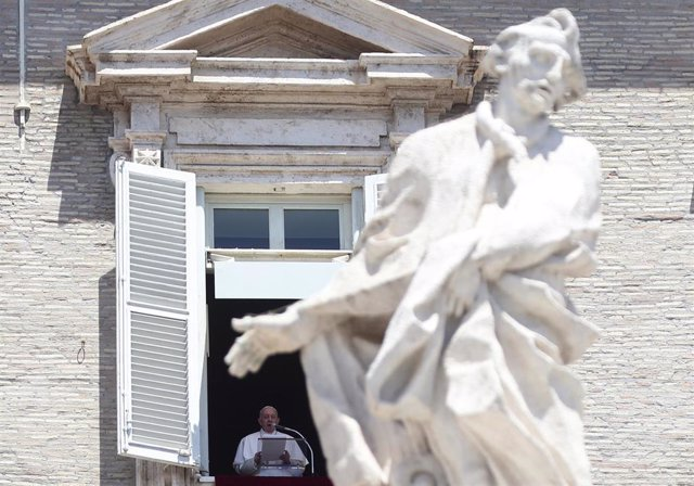 29 June 2020, Vatican, Vatican City: Pope Francis delivers the Angelus prayer from his window overlooking St. Peter's Square at the Vatican. Photo: Evandro Inetti/ZUMA Wire/dpa