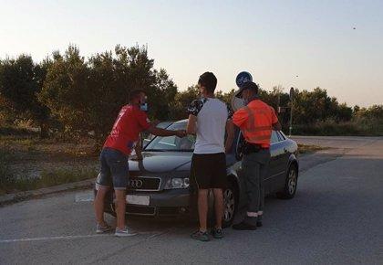 Denunciados cuatro ocupantes de un vehículo por ir sin mascarilla