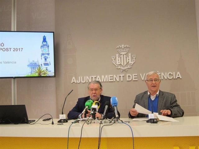 El concejal de Hacienda en el Ayuntamiento de València, Ramón Vilar, y el alcalde de València, Joan Ribó, en la rueda de prensa.