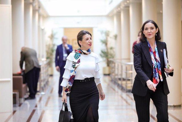 Las ministras de Trabajo y Economía Social, Yolanda Díaz,  y de Industria, Comercio y Turismo, Reyes Maroto