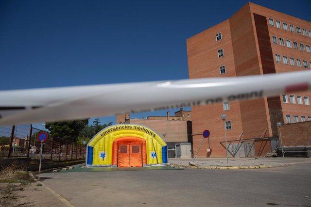 Hospital de campanya per atendre a malalts de coronavirus al costat de l'Hospital Universitari Arnau de Vilanova de Lleida