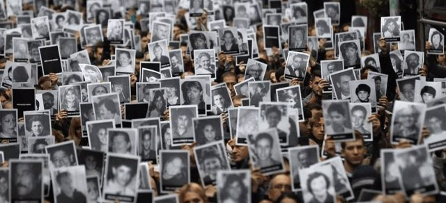 Argentina.- La nueva investigación del atentado de la AMIA espera que los docume