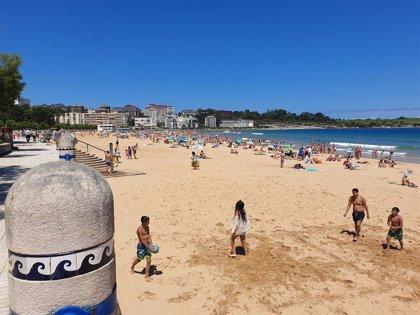 Las playas de la Virgen del Mar y Mataleñas en Santander, a más del 80% de su aforo