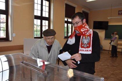 La participación en la segunda vuelta de las presidenciales polacas supera a la de la primera vuelta