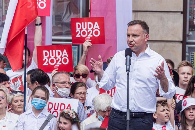 Polonia.- Duda logra la reelección como presidente de Polonia con un 50,4% de vo