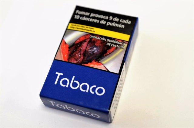 Nueva cajetilla de tabaco, paquete de tabaco, paquetes de tabaco, cigarro, cigarros
