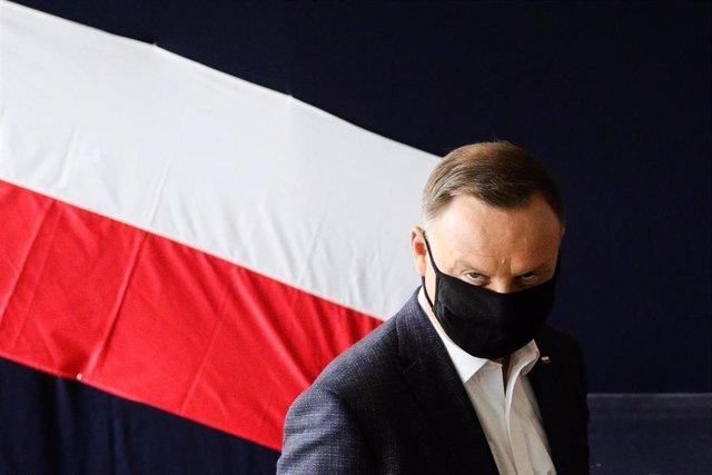 El  presidente de Polonia, Andrzej Duda, en la jornada de votación en Cracovia en la segunda vuelta de las presidenciales