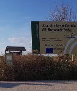 Maleza rodeando la zona arqueológica de la villa romana de Bruñel