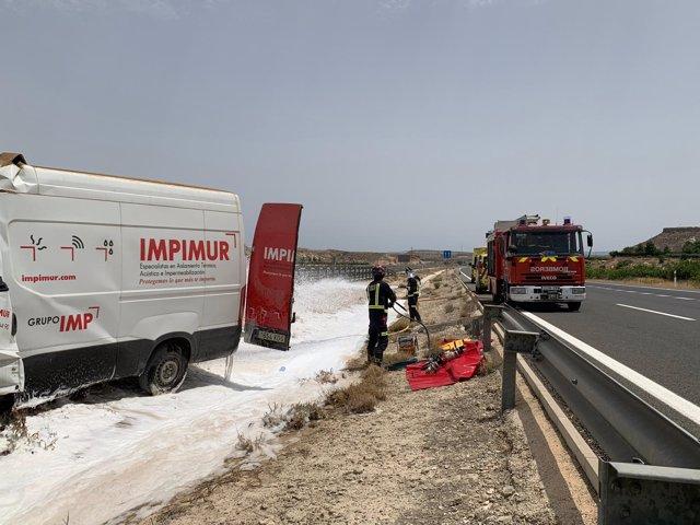 Imágenes del accidente en la Autovía del Noroeste en el que ha fallecido un hombre y otro ha resultado herido grave