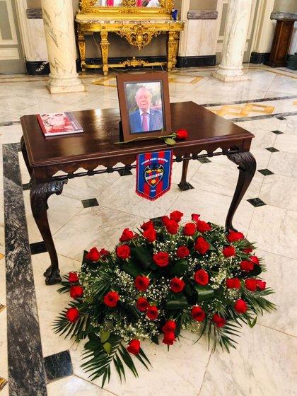 El Ayuntamiento de València abre el libro de condolencias en recuerdo del edil Ramón Vilar