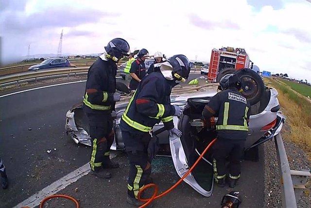 Imagen de archivo de Bomberos de Cartagena en el rescate en un accidente de tráfico
