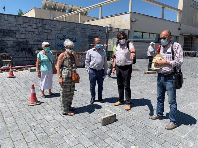 La comitiva municipal visita los trabajos de instalación detrás del LAVA.