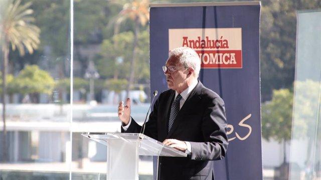 El consejero de Economía, Rogelio Velasco, este lunes durante la presentación de la 30ª edición del Ranking de 1.200 Mayores Empresas en Andalucía que elabora la revista Andalucía Económica.