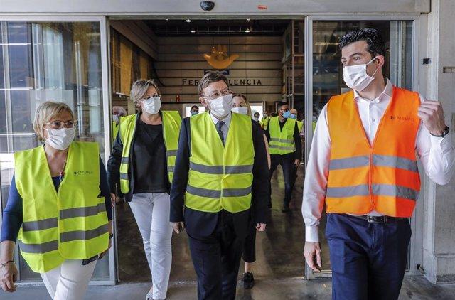 El 'president' de la Generalitat, Ximo Puig, visita el magatzem sanitari de Fira València en una imatge d'arxiu