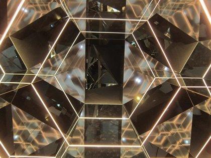 CaixaForum Zaragoza inaugura una exposición interactiva sobre los espejos y sus usos en la ciencia y en el día a día