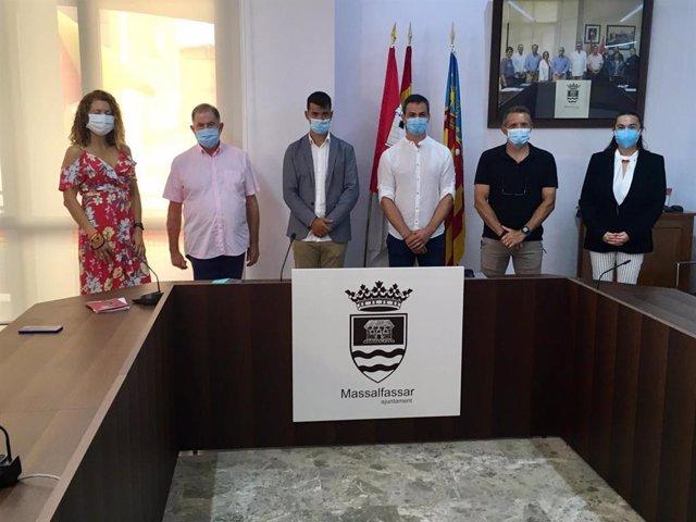 El nuevo equipo de gobierno del Ayuntamiento de Massalfassar, tras prosperar la moción de censura contra Compromís