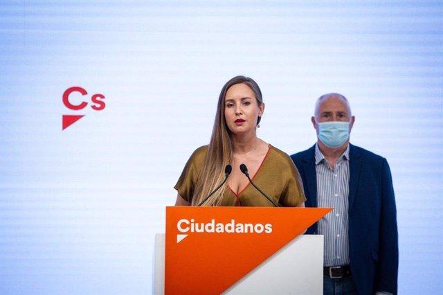 La portavoz de la Ejecutiva de Ciudadanos, Melisa Rodríguez, y José Manuel Gil, diputado de PP+Cs electo por Álava en los comicios autonómicos vascos del 12 de julio de 2020, en rueda de prensa en la sede del partido.