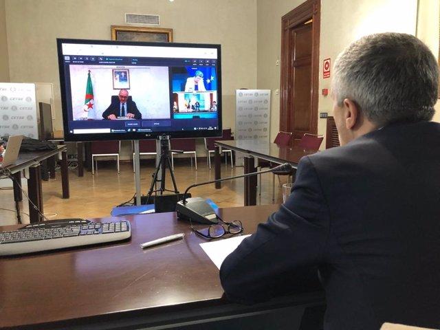 Reunión telemática entre los ministros de Interior de España, Francia, Alemania, Italia y Malta; sus homólogos de Marruecos, Argelia, Libia, Mauritania y Túnez, junto a los comisarios europeos de Asuntos Interiores y de Vecindad y Ampliación.