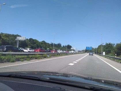 Un alcance entre tres vehículos provoca retenciones kilométricas en la A-66 en dirección Gijón-Avilés