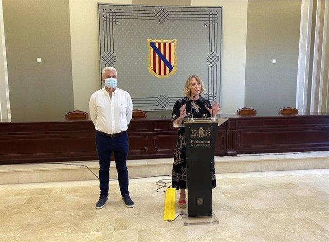 La portavoz de El PI en el Parlament, Lina Pons, y el diputado Josep Melià.