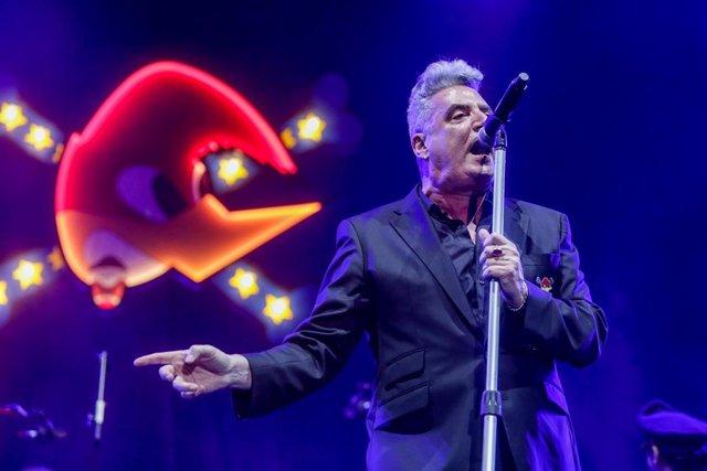 El cantante José María Sanz, 'Loquillo' durante un concierto en beneficio de la Fundación Banco de Alimentos de Madrid, en Madrid (España), a 3 de julio de 2020.