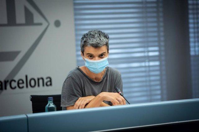 La concejal de Vivienda de Barcelona, Lucía Martín, ofrece una rueda de prensa para informar sobre políticas de vivienda y pisos vacíos, en el Ayuntamiento de la ciudad, Cataluña (España), a 13 de julio de 2020.