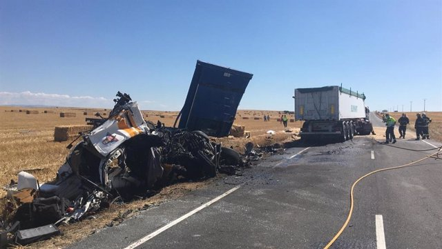 Accidente mortal entre dos camiones en Macotera (Salamanca).