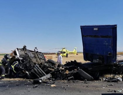 Dos fallecidos en una colisión entre dos camiones en Macotera (Salamanca)