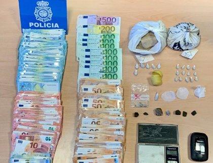 Detenido por venta de drogas un hombre en cuyo domicilio de Vigo se intervinieron hachís, heroína y más de 17.600 euros