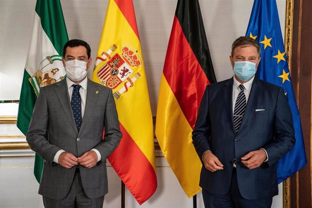 El presidente de la Junta de Andalucía, Juanma Moreno, se reúne con el embajador de la República de Alemania en España, Wolfgang Dold.