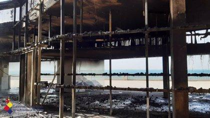 """Técnicos descartan """"daños de consideración"""" en la estructura de la pérgola de Santa Bárbara de Cádiz tras el incendio"""