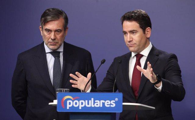 El secretario de Justicia e Interior del PP, Enrique López (izq) y el secretario general del Partido Popular, Teodoro García Egea (dech), en rueda de prensa, en la sede del paertído en la calle Génova, Madrid (España), a 22 de enero de 2020.