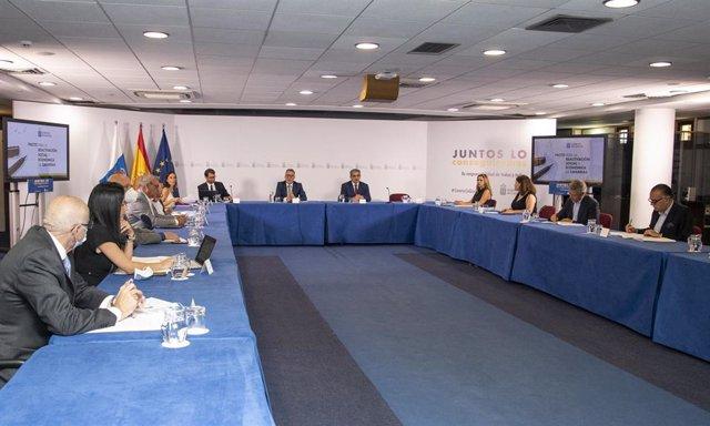 Reunión este lunes de la mesa de seguimiento del conocido como Plan de reconstrucción de Canarias, después de la crisis del coronavirus, presidida por el presidente del Gobierno de Canarias, Ángel Víctor Torres