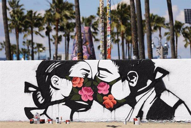Mural con mascarillas en Californai