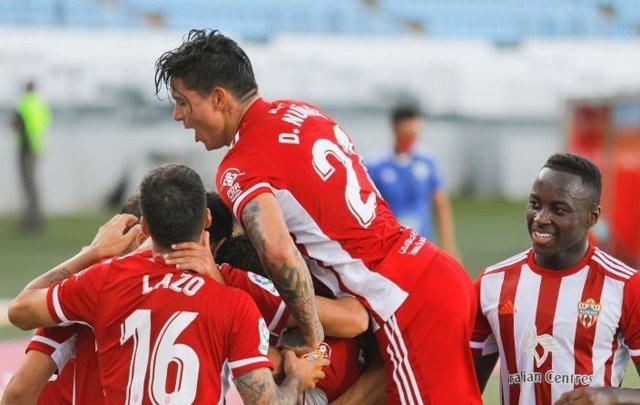 El Almería celebra un gol contra el Rayo