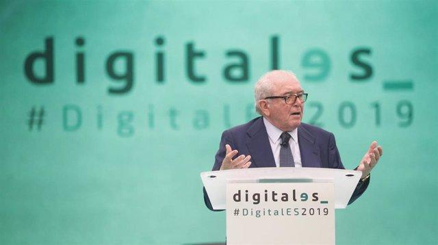 El presidente de DigitalES, Eduardo Serra Rexach, participa en la apertura oficial de la segunda jornada del  'DigitalES Summit 2019' en Madrid.