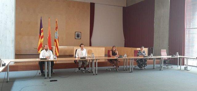 El conseller de Movilidad y Vivienda, Marc Pons, en la rueda de prensa de hoy.