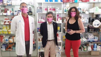 Unas 100 farmacias de islas no capitalinas de Canarias reparten 5.000 mascarillas con el lema del ICI contra el maltrato