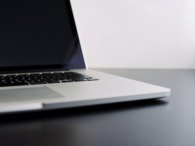Francia exige protocolos de verificación de edad en las páginas porno