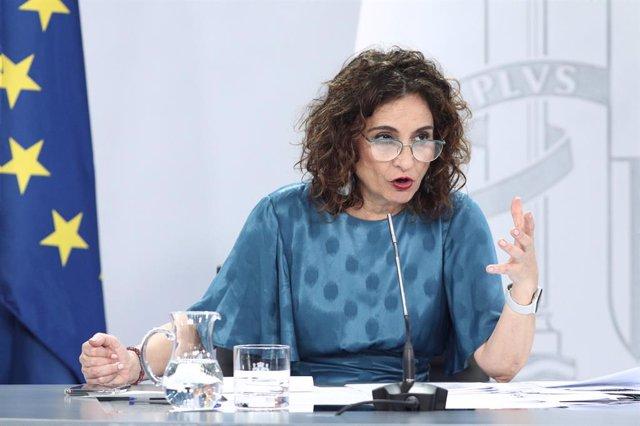 """VÍDEO: Gobierno elude decir si el Rey emérito debe dejar Zarzuela pero """"celebra"""""""