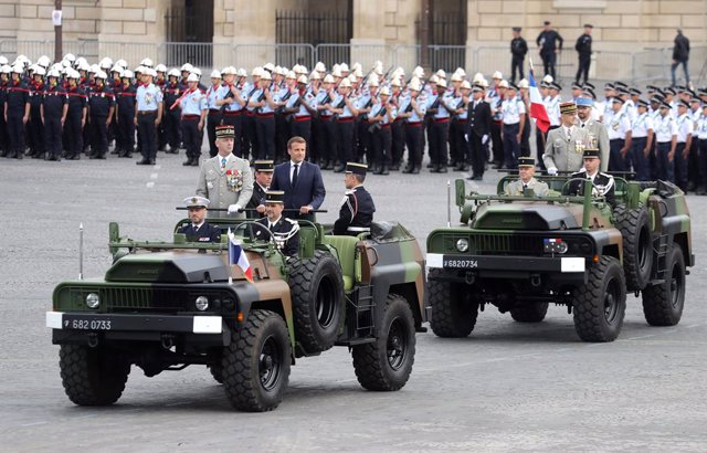 AMP.- Cvirus.- Macron anuncia que a partir del 1 de agosto la mascarilla será ob